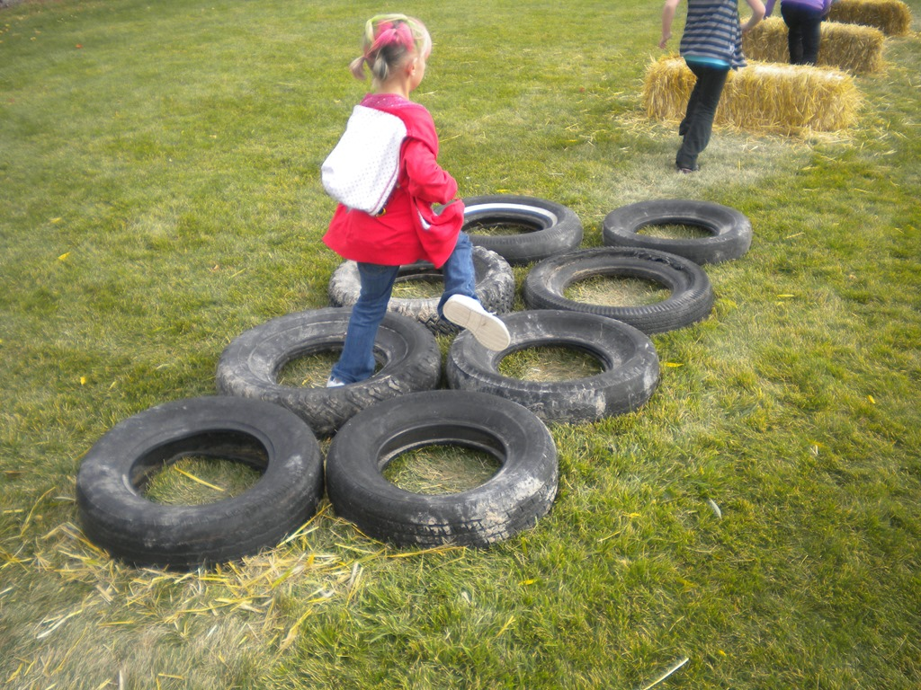 The Jumping, Running, Throwing Fun of an Obstacle Course : Family Reunion Helper